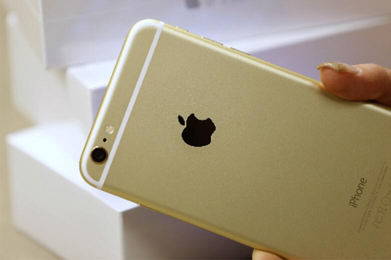 Sau khi đọc những triệu chứng dưới đây và phát hiện iPhone 6 Plus của mình cũng có thì đừng ngần ngại và mang máy của bạn ra ngay Viện Di Động gần nhất để được kiểm tra và thay lắp pin ngay nhé! Vì nếu bạn càng để lâu, máy sẽ càng bị xuống cấp trầm trọng hơn, gây nguy hiểm trực tiếp tới bản thân mình.