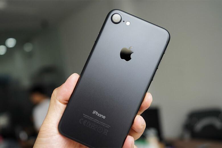 Thay pin iPhone 7 chỉ là điều sớm muộn bạn cần phải làm sau một thời gian dài sử dụng thiết bị để giải quyết mọi vấn đề trong cuộc sống hiện tại từ học tập, làm việc đến giải trí.