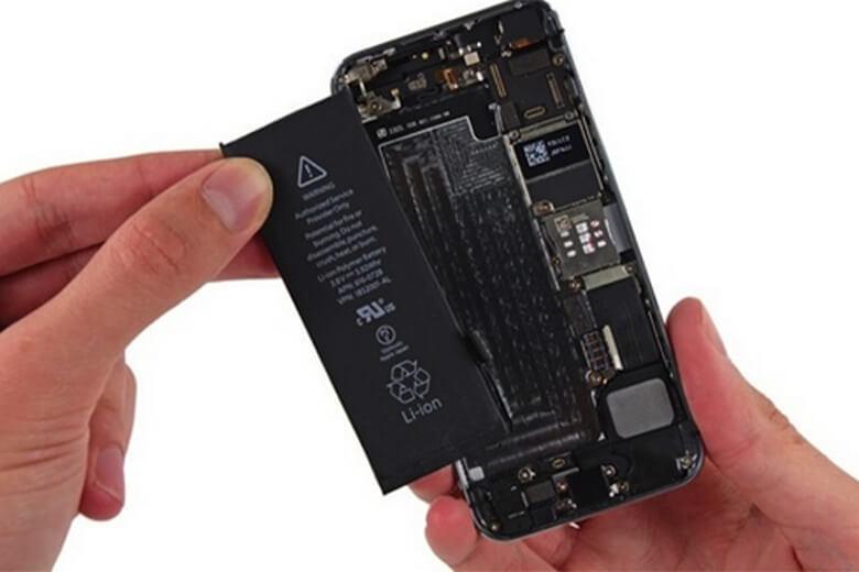 iPhone 6S khi có những dấu hiệu về chai pin và có nhu cầu cần thay pin, bạn nên đem máy của mình tới Viện Di Động để được hỗ trợ nhanh, uy tín với chất lượng hàng đầu trong suốt 10 năm qua tại Việt Nam, không tốn nhiều thời gian chỉ với 15-20 phút cho cả quá trình kiểm tra và thay lắp lại.