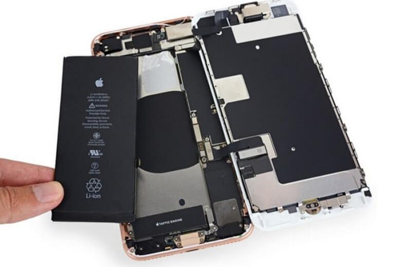 khi tháo lắp thay pin mới cho iPhone 8 Plus , ngoài việc làm giảm một chút tính năng chống nước ở lớp vỏ ngoài của máy thì thực tế đã chứng minh rằng sẽ không có ảnh hưởng trực tiếp nào xấu đến chiếc iPhone 8 Plus của bạn