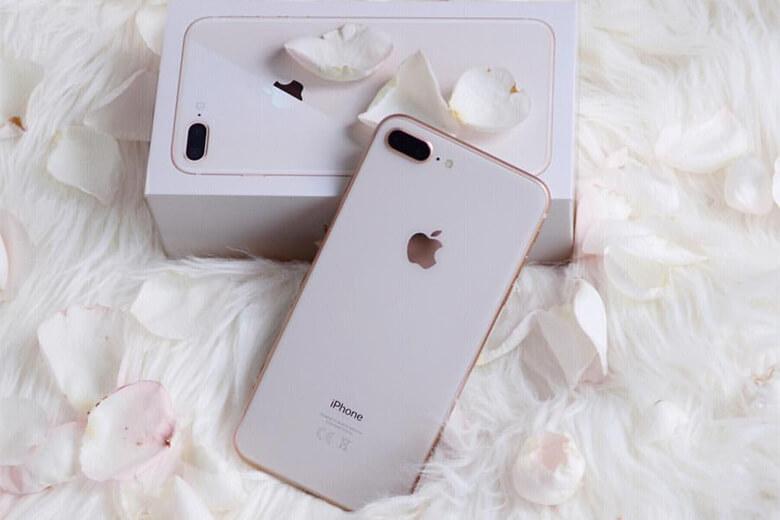 iPhone 8 Plus được chạy trên nền tảng iOS 11. Có thể nói đây là một một trong những phiên bản tốt nhất của hệ điều hành Apple. Tuy vậy, pin của của chiếc điện thoại này có phần thấp hơn các phiên bản trước với mức 2675mAh so với iPhone 7 Plus là 2900 mAh.