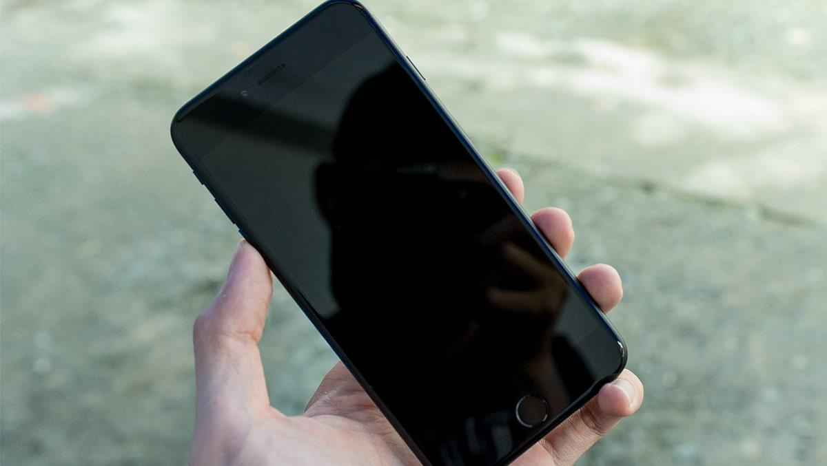 """Cách """"Cấp Cứu"""" iPhone 6 bị rơi không lên màn hình"""