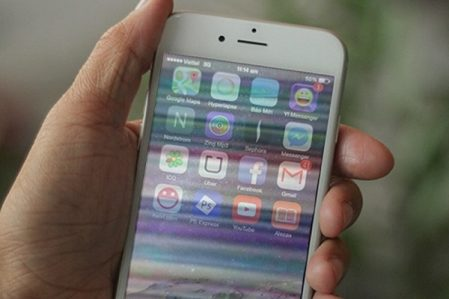 Ảnh chụp màn hình iPhone 6 bị sọc ngang