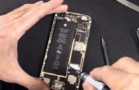 Đang thay pin iPhone 6, 6 Plus