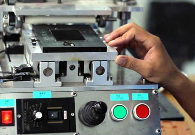 Ép kính điện thoại hơn 10 năm Uy Tín