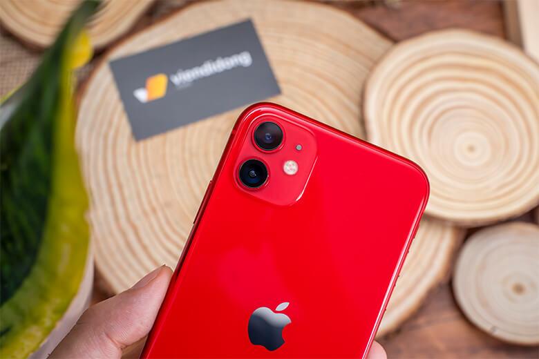 Cụm camera kép trên iPhone 11 128GB (VN/A) là một bước tiến rất lớn đối với Apple. Lần đầu tiên hãng đã mang camera góc siêu rộng lên smartphone của mình. Cả 2 camera này đều sử dụng cảm biến 13MP