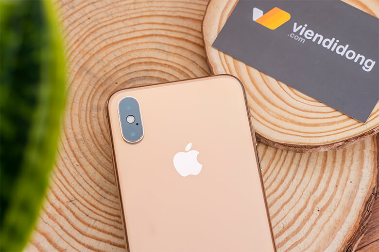 iPhone Xs Max 256GB Cũ Chính Hãng sở hữu con chip mạnh mẽ đáng mơ ước A12 Bionic. Tương tự như trên iPhone Xs, con chip này có khả năng tối ưu trải nghiệm, trí thông minh nhân tạo học hỏi thói quen sử dụng của người dùng.