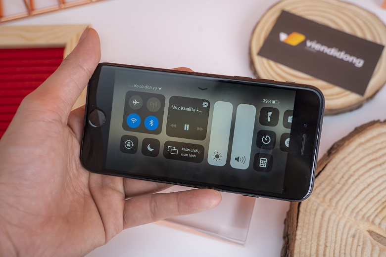 pple trang bị cho iPhone 7 128GB màn hình Retina HD kích thước 4.7 inches