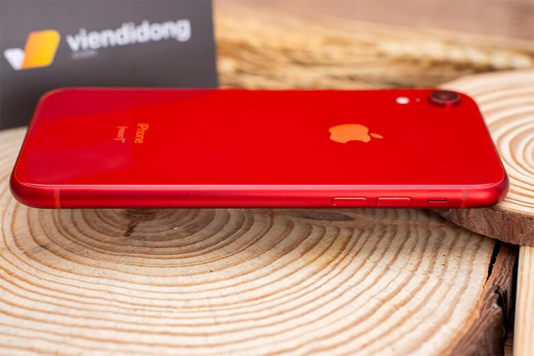 iPhone XR 128GB cũ sử dụng bộ vi xử lý A12 thế hệ mới nhất của Apple, giúp duy trì vị trí dẫn đầu khổng lồ của công ty so với đối thủ khi nói về tốc độ. Đi kèm là RAM 3GB cùng 128GB dung lượng lưu trữ.
