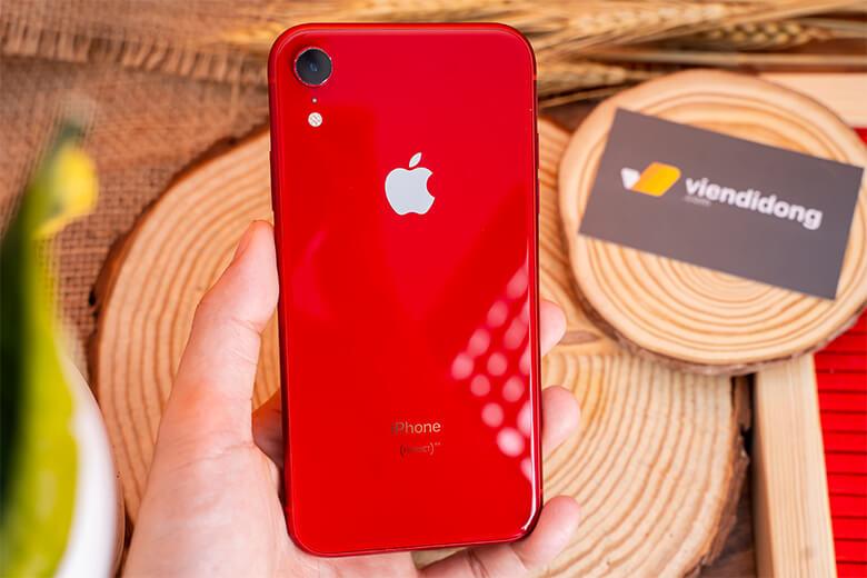 Kích thước màn hình của iPhone XR cũ là 6,1 inch, lớn hơn so với chiếc iPhone XS là 5,8 inch, và nhỏ hơn kích thước 6,5 inch so với iPhone XS Max. Đây là một kích thước tuyệt vời, người dùng iPhone Xr 128GB thích hợp để sử dụng một tay.