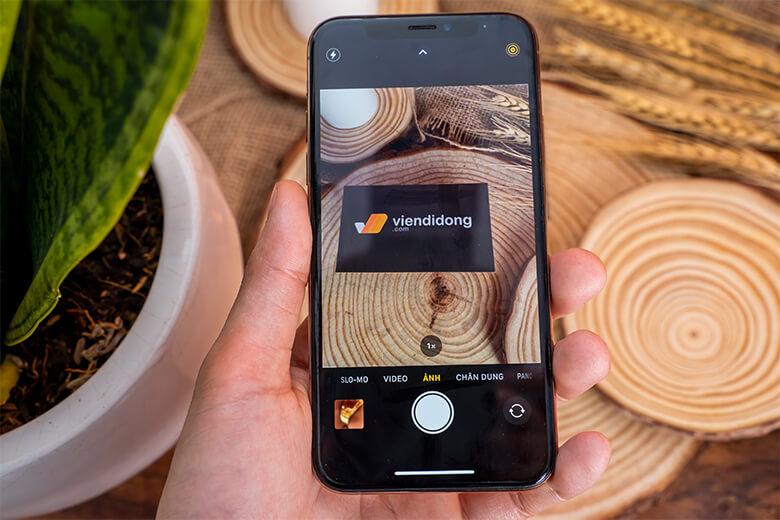 Khả năng xóa phông là điểm cộng lớn nhất khi nhắc đến camera kép và trên iPhone Xs Max 256GB xách tay, những gì được tích hợp không đơn giản chỉ là tính năng này.