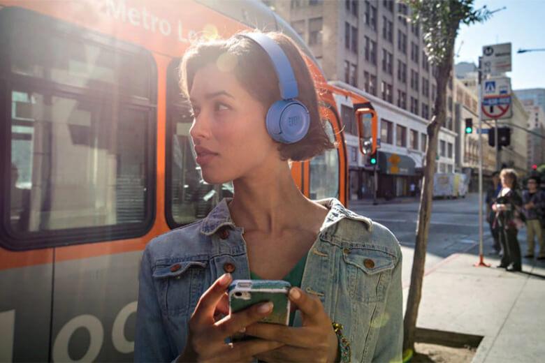 Tai nghe Bluetooth JBL T500BT sở hữu một chất lượng âm thanh chân thực và tuyệt vời nhờ được tích hợp Driver 32mm với tần số phát ra lên đến 20Hz tạo nên âm thanh chi tiết từng mm