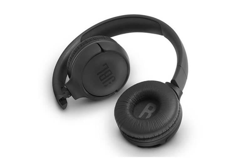 Tai nghe Bluetooth JBL T500BT được kết nối Bluetooth 4.0 giúp kết nối nhanh chóng với độ tương thích cao hầu hết với tất cả các thiết bị di động trong vòng 10m.