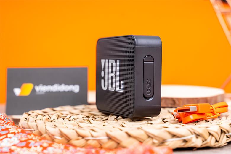 JBL Go 2 đã được nâng cấp dải âm bass và âm trầm, dải mid và treble được giữ nguyên phù hợp với xu hướng âm nhạc hiện nay.