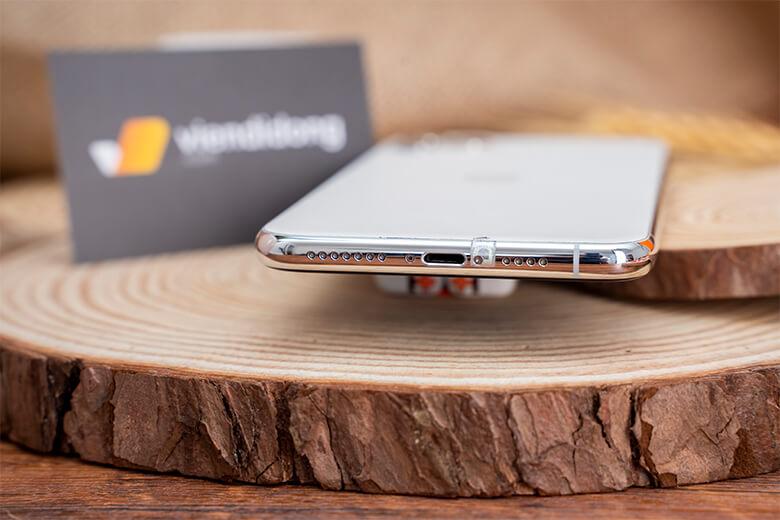 Điện thoại iPhone 11 Pro 64GB cũ sở hữu con chip Apple A13 Bionic. Đi kèm là 64GB RAM dung lượng. Nhờ vậy, máy có khả năng hoạt động mượt mà ở tất cả các tác vụ hằng ngày của người dùng.