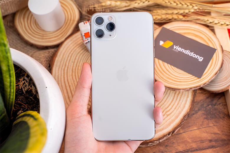 iPhone 11 Pro 64GB cũ được phủ thêm 1 lớp ion chống trầy ở mặt trước nhằm giúp cho mặt kính chống lại các tác nhân vật lý gây trầy xước bên ngoài, và đồng thời cũng giúp cho bề mặt iPhone 11 Pro 64GB Cũmượt mà hơn, thoải mái hơn cho người dùng.