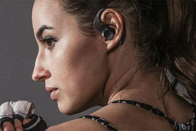 Đa số người dùng sẽ muốn lựa chọn một thiết bị tai nghe có thể chống nước cao. Và tai nghe Bluetooth Soundpeats Truewings được hãng trang bị chuẩn chống nước IPX7 giúp tai nghe kháng được tia nước bắn vào bên trong