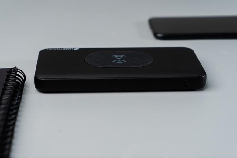 Pin sạc dự phòng sạc nhanh Wireless Polymer 10000mAh - Umetravel PW1 thiet ke pin du phong sac nhanh 10000 mAh Umetravel PW1 viendidong