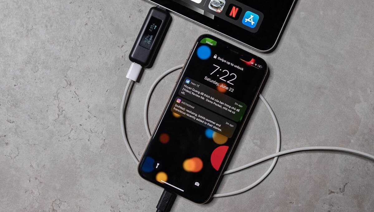 Sạc pin iPhone 11 qua đêm có sao không?