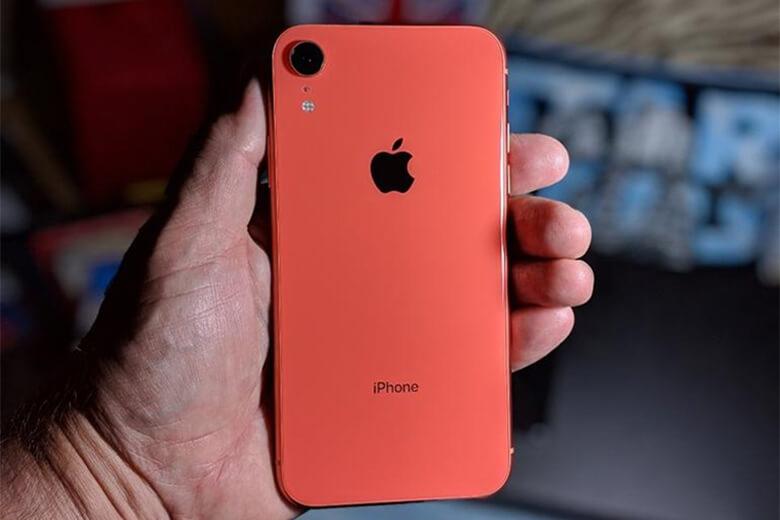 Pin của các dòng điện thoại thông minh nói chung và pin của điện thoại iPhone Xr nói riêng, saumột khoảng thời gian dài sử dụng thì máy sẽ xuất hiện những triệu chứng chai pin, phù pin.