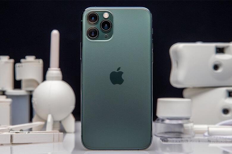 Khi iPhone 11 Pro của bạn có dấu hiệu hư hại về pin của máy thì bạn không nên 'ngâm' lâu mà hãy thay pin iPhone 11 Pro chính hãng, giá rẻ ngay tại Viện Di Động để đảm bảo được sự an toàn trong quá trình sử dụng lâu dài.