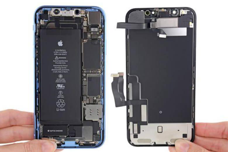 Viện Di Động có thể cam đoan với khách hàng là chi phí thay pin iPhone Xr tại đây luôn nằm ở mức giá trung hoặc thấp hơn so với thị trường chung nhưng vẫn đảm bảo được chất lượng sửa chữa, thay thế pin iPhone Xr tốt xuyên suốt 10 năm qua.