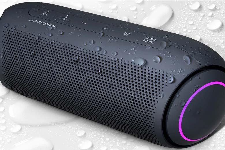 Chống nước IPX5 giúp loa có thể nghe nhạc mọi môi trường