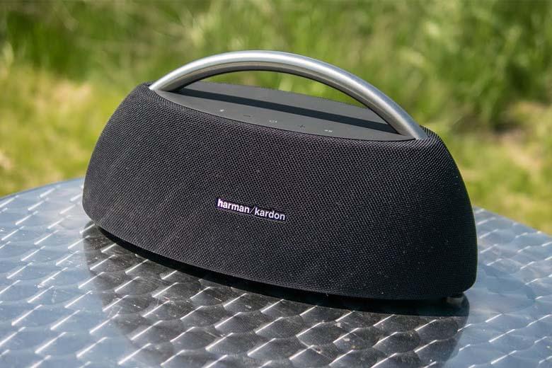 Loa Bluetooth Harman Kardon GO + Play Mini có thiết kế tiện lợi, dễ cầm nắm