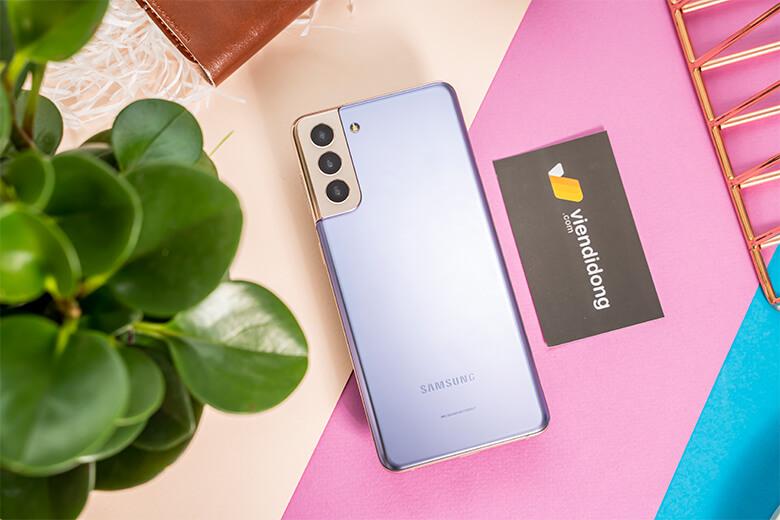 Màn hình của Galaxy S21 Plus có lẽ là điểm nổi bật nhất trên chiếc điện thoại này. Với kích thước lên đến 6.7 inch cùng độ phân giải Full HD+