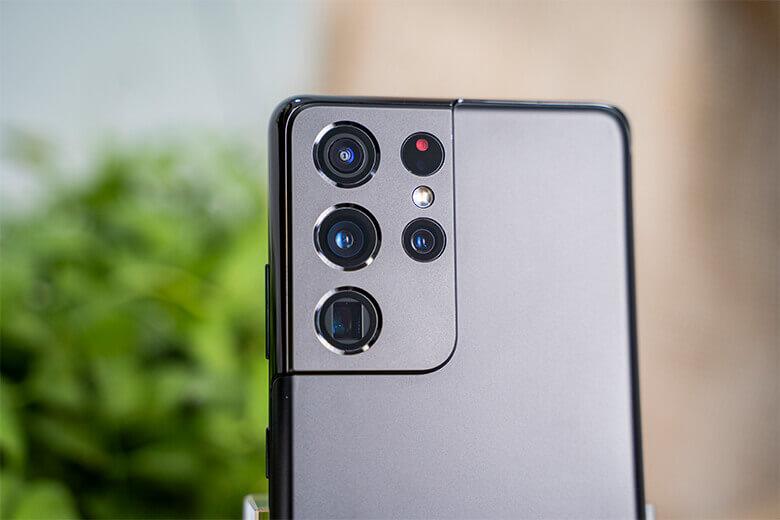 Những gì có mặt trên cụm camera sau của Samsung Galaxy S21 Ultra 5G chính là những cảm biến xuất sắc nhất từng xuất hiện trên điện thoại. Nổi bật nhất phải kể đến camera chính độ phân giải lên tới 108MP