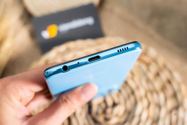 Galaxy A52 128 GB sở hữu bộ nhớ trong tới 128GB, không thua kém bất kỳ thiết bị cao cấp nào, giúp người sử dụng thoải mái lưu trữ các ứng dụng, tập tin để giải trí
