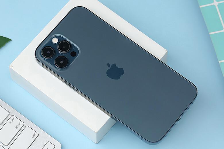 Thay pin iPhone 12 Pro Max khi không lên nguồn do pin hư không cung cấp điện năng cho máy. Thời gian sử dụng giảm xuống thấp hơn bình thường. Báo dung lượng ảo, khi sạc hoặc sử dụng phần trăm pin tăng giảm không đều.