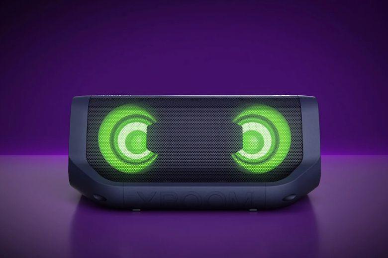 Đèn LED rực rỡ sắc màu đa dạng và thay đổi theo điệu nhạc, mang thêm cảm xúc cho cuộc vui của bạn.