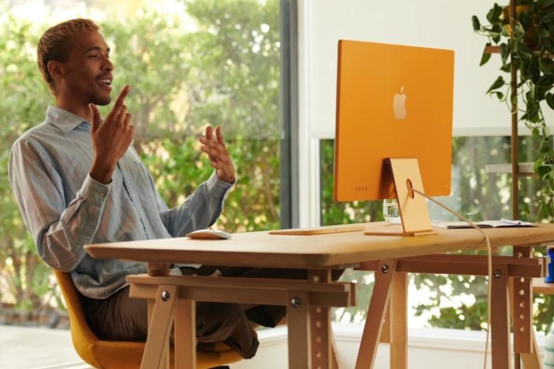 Cùng với iMac mới, người dùng sẽ nhận được bàn phím và chuột của Apple được thiết kế lại đồng màu với iMac