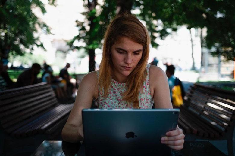 iPad Wi-Fi & di động mang đến cho bạn sự tự do và yên tâm