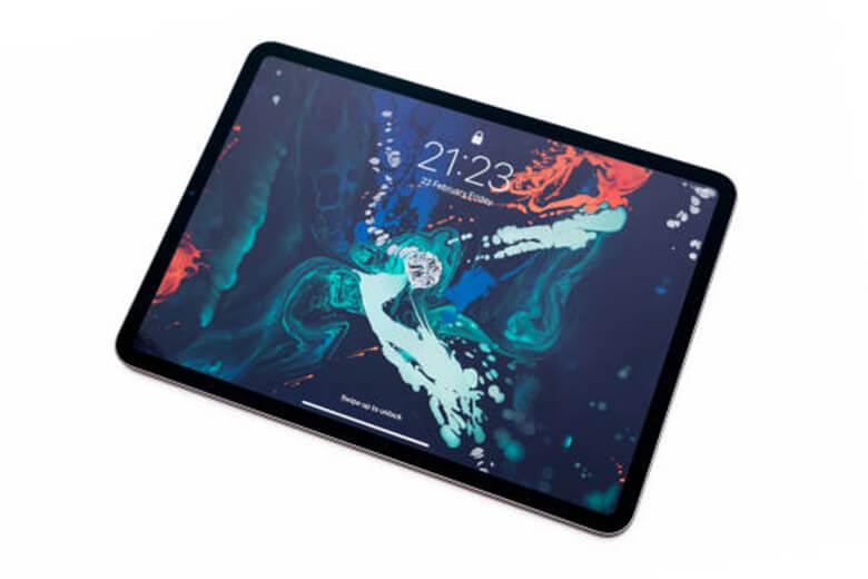 hiết bị sẽ có hỗ trợ kết nối 5G cho các tùy chọn có giá cao cấp và cung cấp mmWave ở Hoa Kỳ, cũng như việc cổng USB-C hiện đã được kích hoạt Thunderbolt 4 để có kết nối tốt hơn. Cổng này có khả năng đạt tốc độ lên đến 40Gb/s và thậm chí có thể điều khiển Pro Display XDR ở độ phân giải 8K đầy đủ. Điều này thực sự sẽ mở ra iPad với nhiều phụ kiện hơn, đặc biệt là ổ SSD nhanh hơn.