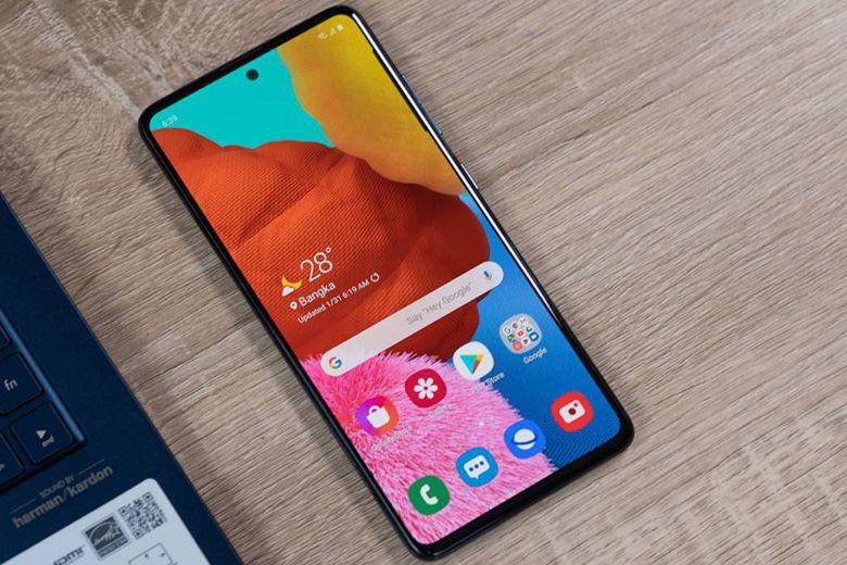 Với tầm giá khoảng 8 triệu, nên mua iPhone Xr cũ hay Galaxy A52 mới? man hinh galaxy a52 viendidong