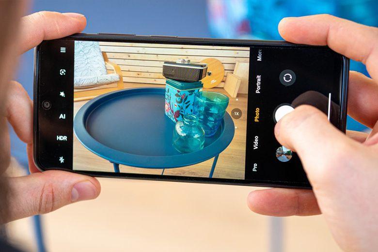 Redmi Note 10 có màn hình AMOLED 6,43 inch FHD + với tốc độ làm mới 60Hz tiêu chuẩn