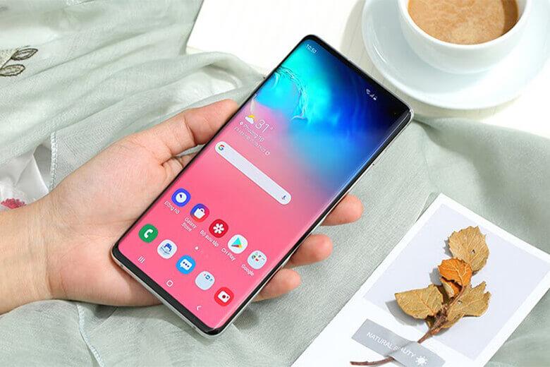 thiết bị có kích thước màn hình chuẩn to hơn dòng S10 0.3 inch, có nghĩa là Galaxy S10 Plus có màn hình 6.4 inch.