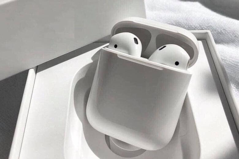 Apple trang bị cho tai nghe Airpods 2 con chip H1 hoàn toàn mới. Con chip H1 mang tới tốc độ kết nối tăng gấp đôi khi chuyển giữa các thiết bị và gấp 1,5 lần thời gian kết nối hội thoại.