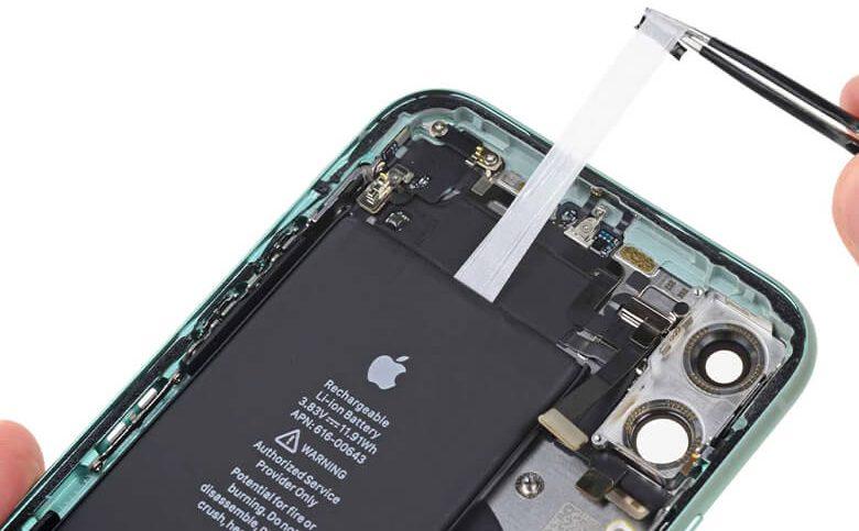 Nếu khách hàng nào đang có thắc mắc về vấn đề này, thì Viện Di Động xin giải đáp rằng khi tháo lắp thay pin mới cho iPhone 12 mini đã chứng minh rằng sẽ không có ảnh hưởng trực tiếp nào xấu đến điện thoại của bạn