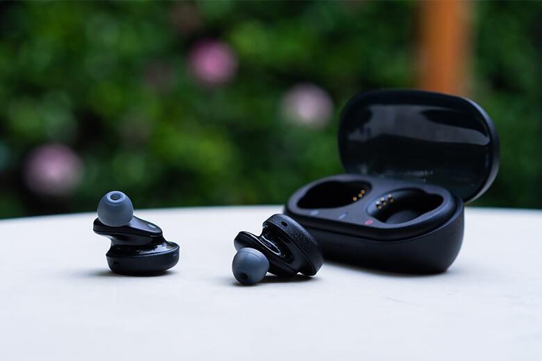 Thiết kế Bluetooth Sony WF-XB700
