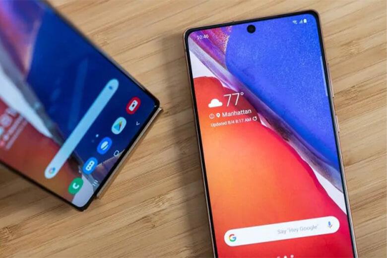 Samsung đầu tư cho một màn hình Super AMOLED 6,6 inch HD + Infinity-U có cảm biến vân tay trong màn hình và một giáccắm âm thanh 3,5 mm, Dolby Atmos.