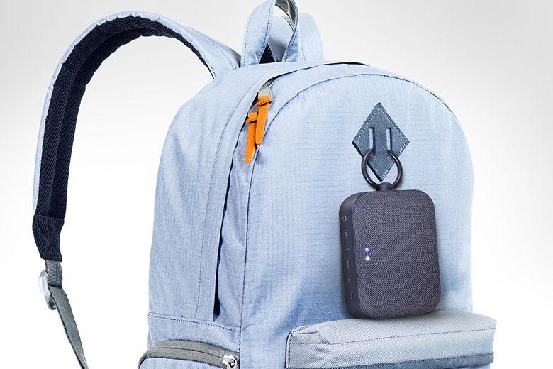 Chỉ cần kẹp loa vào túi để bạn có thể thưởng thức âm thanh tuyệt vời khi đang di chuyển.
