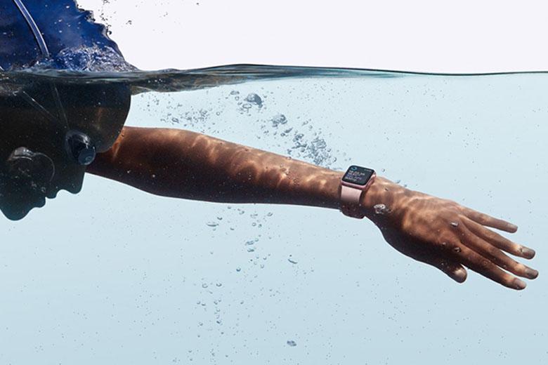 Apple Watch Series 7 có khả năng chống nước tốt hơn