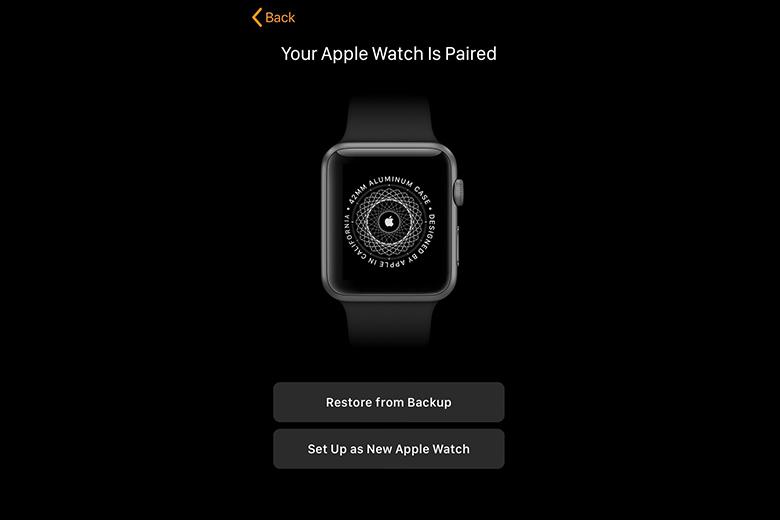 Lúc này màn hình iPhone sẽ hiển thị như hình trên, bạn chọn Set Up as New Apple Watch cho lần đầu tiên sử dụng hoặc Restore from Backup nếu muốn khôi phục bản sao lưu.