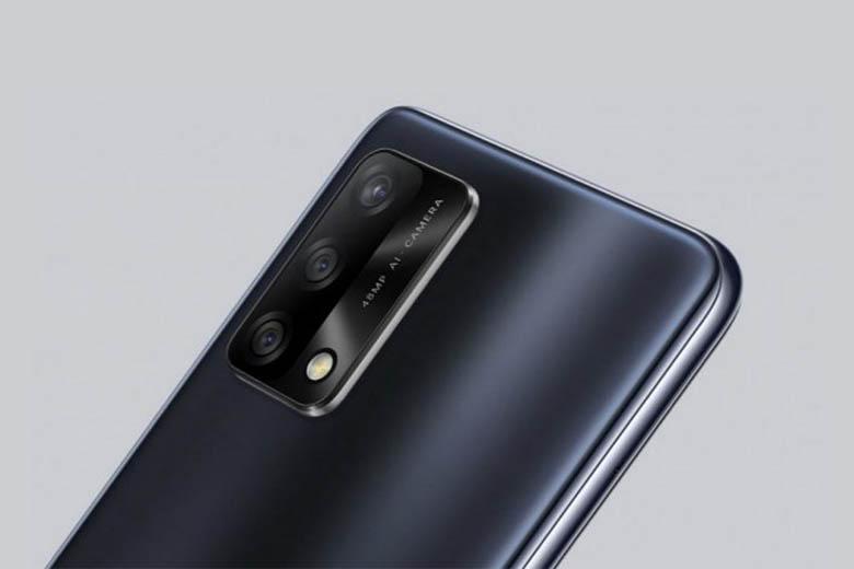 Hệ thống bốn camera ở mặt sau của điện thoại có ống kính chính 64 megapixel