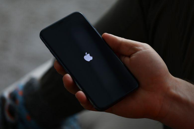 thay pin cho điện thoại iPhone 11