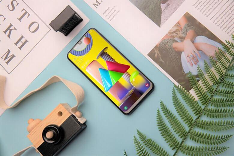 Galaxy M22 được cung cấp sức mạnh bởi chipset Helio G80 kết hợp với RAM 4GB và chạy trên nền hệ điều hành Android 11 khi xuất xưởng.