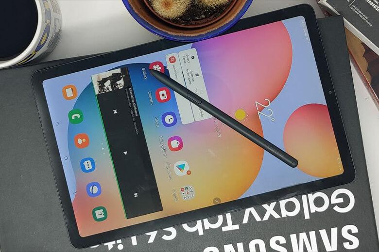 Galaxy Tab S7 FE được Samsung thiết kế khung viền máy dày hơn các dòng Tab tiền nhiệmGalaxy Tab S7 của nó. Màn hình máycó kích thước nằm ở mức 12.4 inch